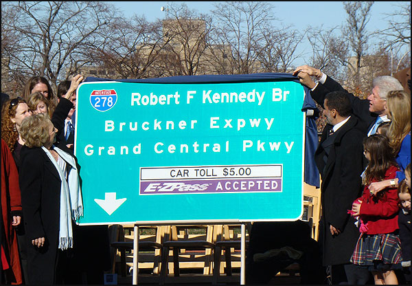 New sign is unveiled by Ethel Kennedy (left), with help from Governor Paterson and President Clinton.