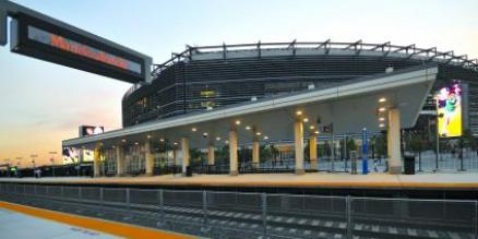 how to get to metlife stadium by train